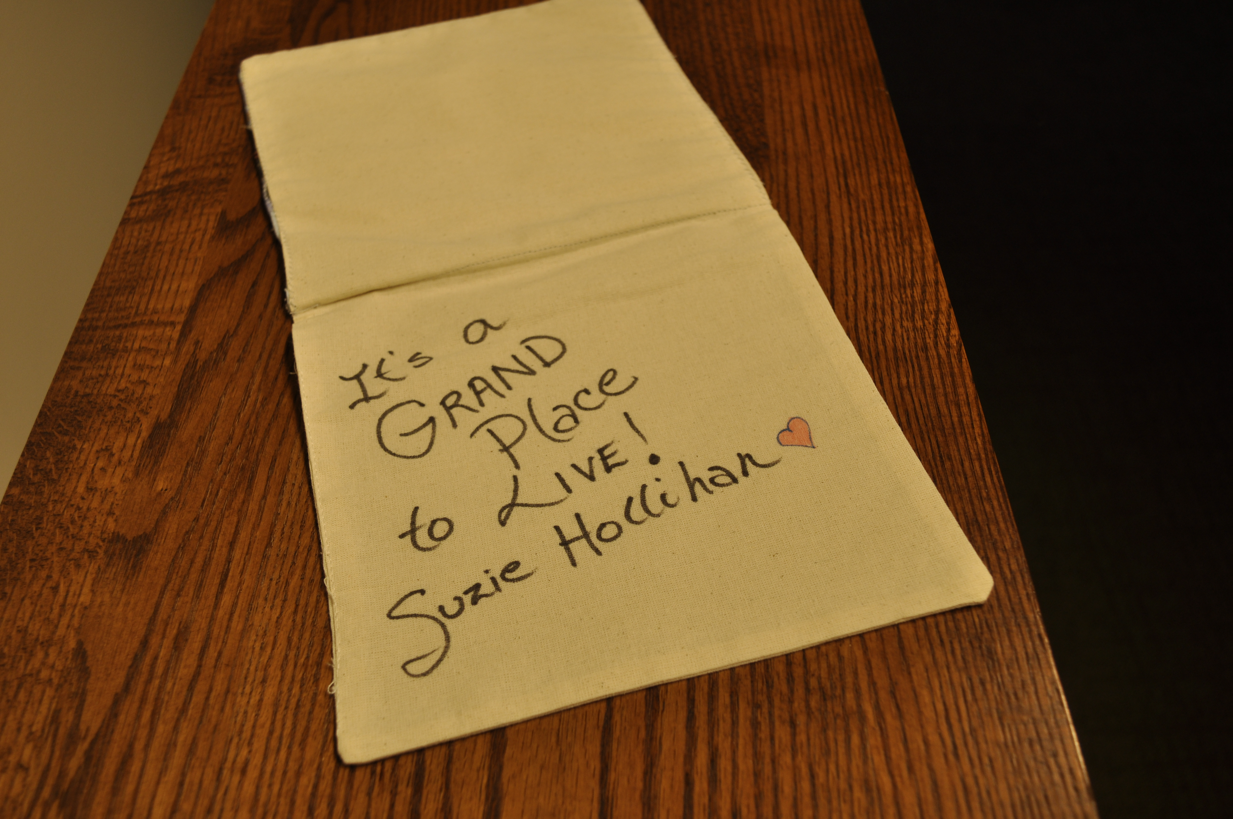 """Quote on quilt by Suzi Hollihan - """"It's a grand place to live"""""""