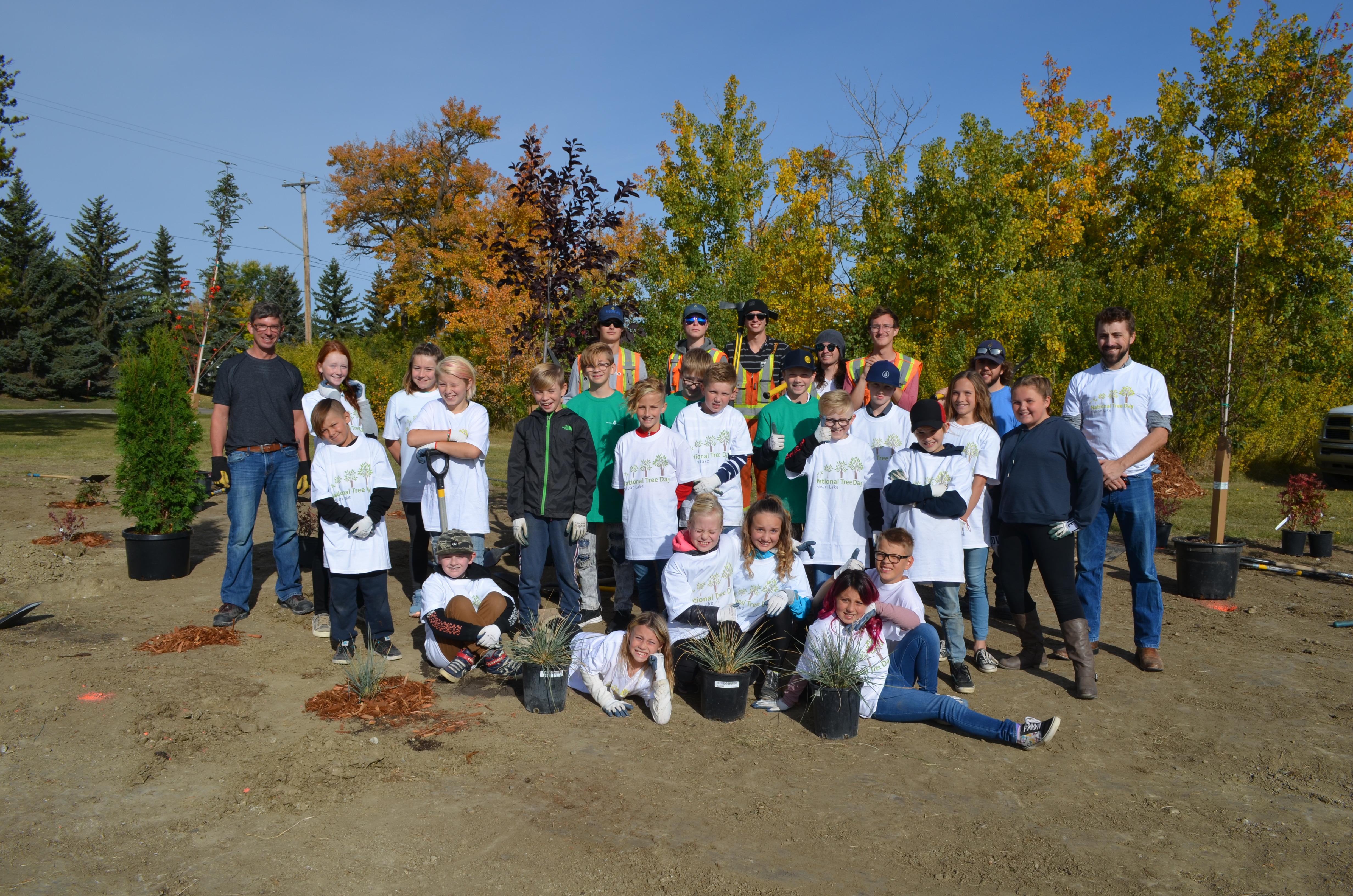 Steffie Woima Students with Parks Staff
